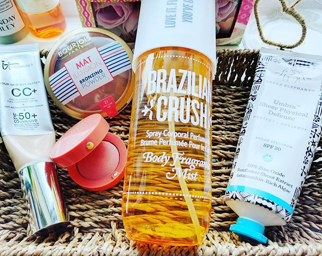Where has the bank holiday sunshine gone?☀️☀️🌧️🌧️ Here are a few bits I've been reaching for recently 🏖️ ◽ Brazilian Crush body spray ◽It Cosmetics CC in light. ◽Drunk Elephant Umbra SPF 30 ◽Bourjois Mat Illusion bronzer ◽Bourjois little round pot blush  in ' healthy mix'