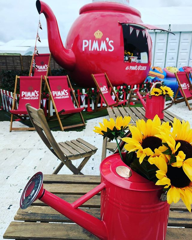 Fun day at the #SouthamptonBoatShow ⛵🌊 #Pimms #sunflowers #giantteapot