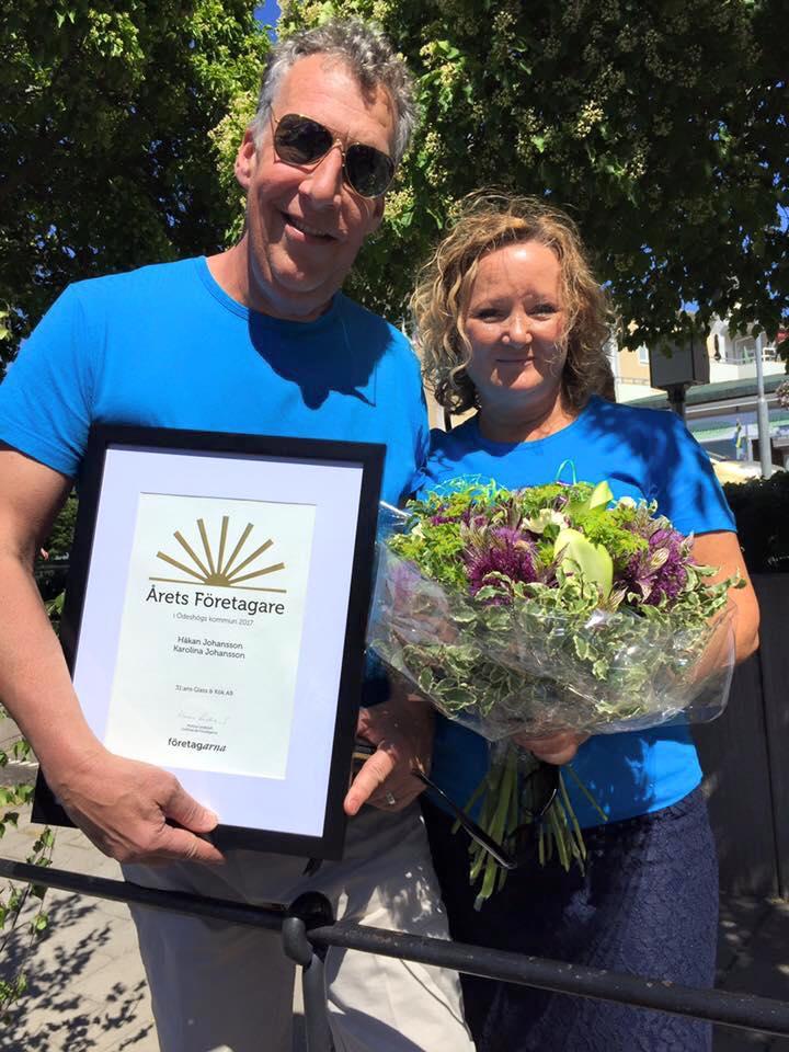 Håkan och Karolina med diplomet för Årets Företagare 2017