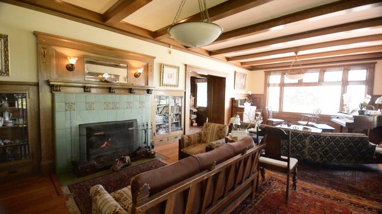 9 Living Room.jpg