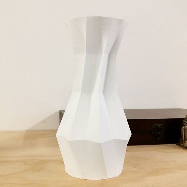 3d printed origami vase, made on a @3dwasp  #3dprinted #3dprint #deltawasp #origami #designer #design