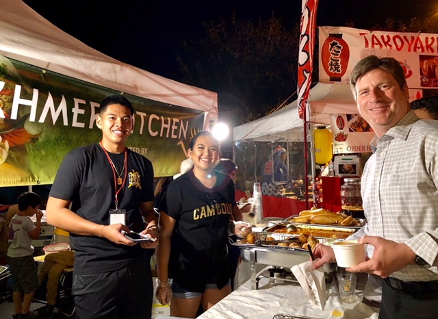 Mayor Greg Stanton trying out some Cambodian curry from Khmer Kitchen.