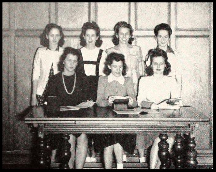 1942 - 1943 Debate Club