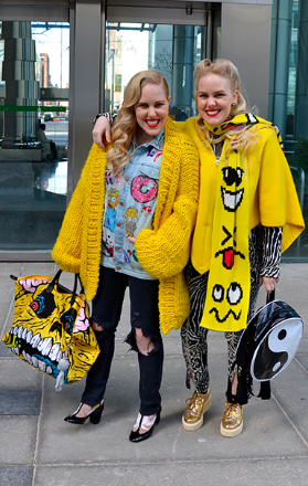 STREET STYLE: BLACK AND BRIGHT COLOURS IN TORONTO -