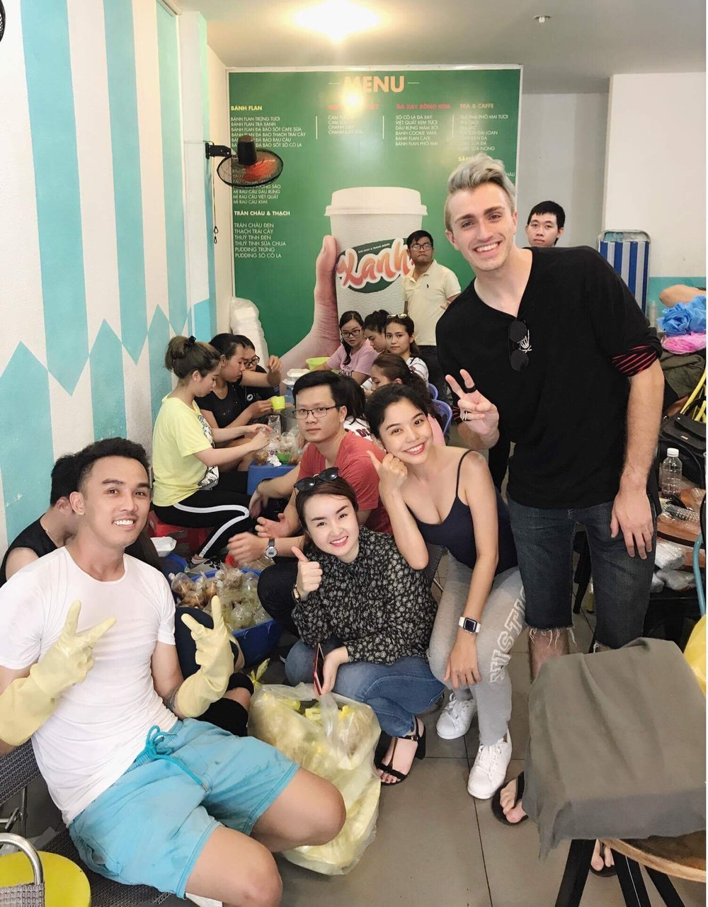 Food for the Homeless - I had the oppurtunity be able to give out food to the homeless on the streets of Saigon, Vietnam! Read about my experience!