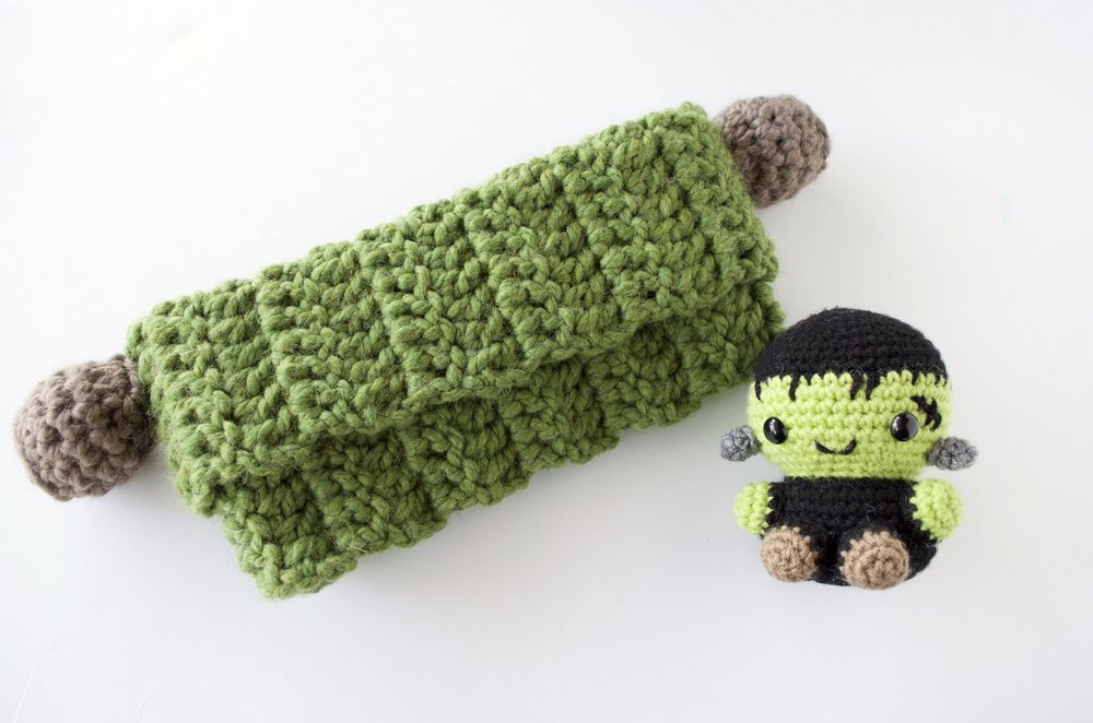 Click here for the free frankenstein cowl pattern!