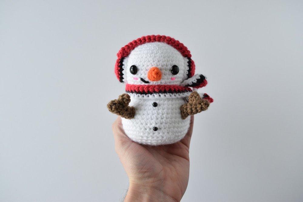 Casper the Snowman - Free crochet pattern (amigurumi)