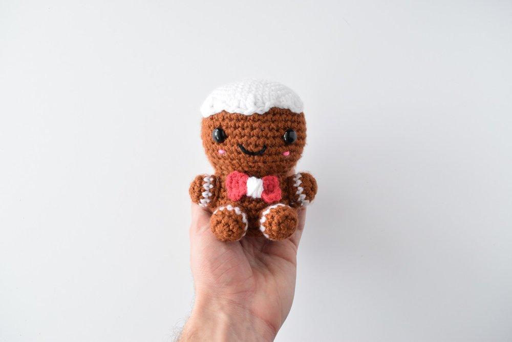 Charles the Gingerbread Man - Free crochet pattern (amigurumi)