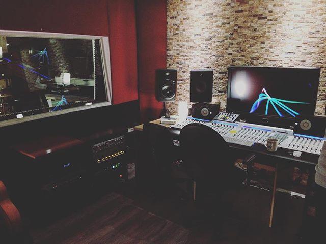 ¡Dando un cambio de disposición al estudio! #newvibes #albantaestudio #uad #audient #presonus #avalon #focalaudio
