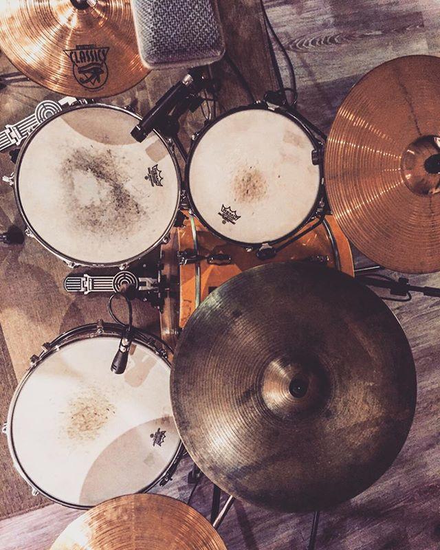 Preparando sesión...👌🏼🥁🎧 #albantestudio #recordingsession #drums #sonor  www.albantaestudio.com