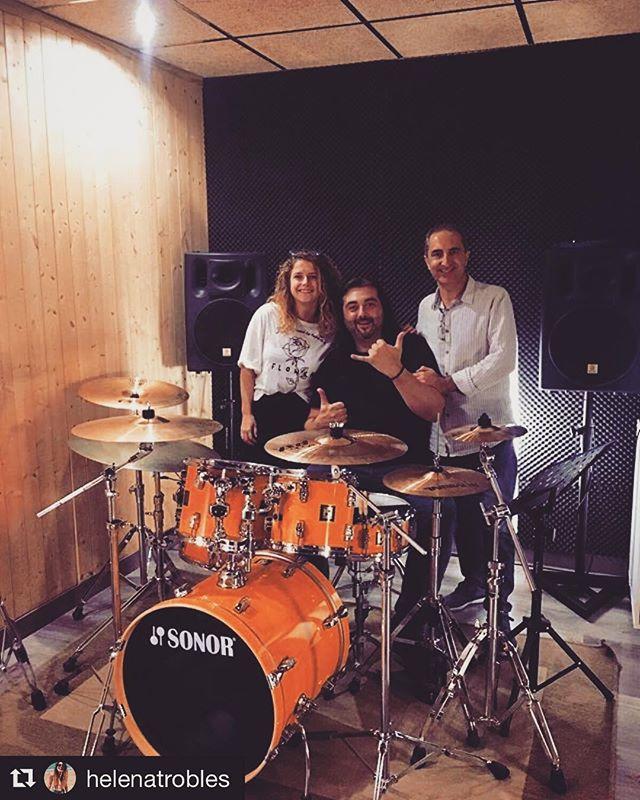 #Repost ・・・ De buena mañana grabando baterías con los mejores: #Vargas y @laborda.antonio en @albantaestudio !  Acabo de empezar y ya quiero terminar para ver el resultado de lo que estamos haciendo. 😏😎🤞 #songwritting #songwriters #single #song #singing #playdrums #drumworld