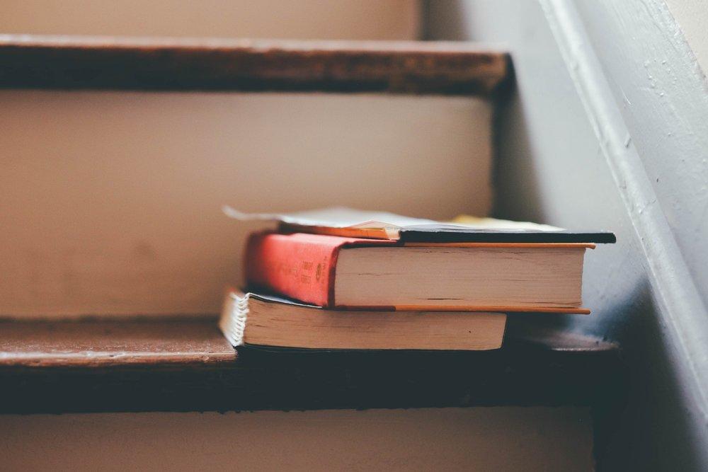 books-education-indoors-159675.jpg