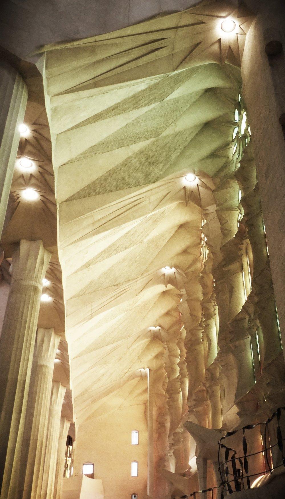 sagrada familia cathedral - antoni gaudi