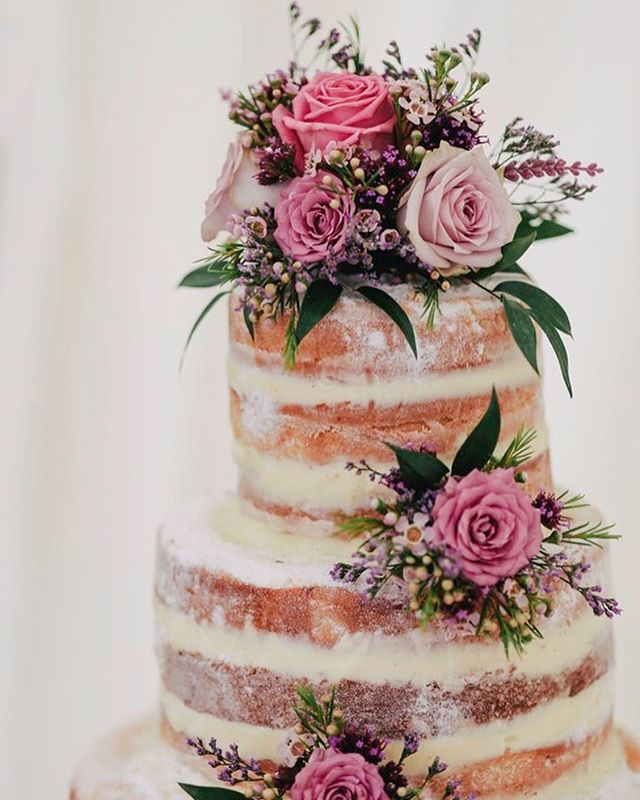 Some wedding cake inspo for your Friday afternoon! • • • • •#dessert #cakes #instacake #rustic #cake #rusticdecor #brightonwedding #bride #groom #bridetobe #weddinginspiration #springwedding  #brightonbeach #eventplanner #venues #weddingplanner #engaged #love #amazing #weddingphotographer #weddingday #bridal #weddingideas #happiness #tgif #rusticwedding