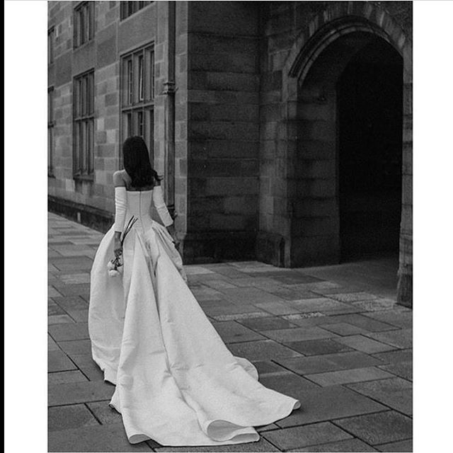 #repost how gorgeous is this classic @verawanggang gown?! • • • • • #hautecouture #couture #weddingdress #gown #weddinggown #bride #bridalgown #bridal #weddingday  #bridetobe #eveninggown #dressparty #weddingphotography #weddinginspo  #weddingideas