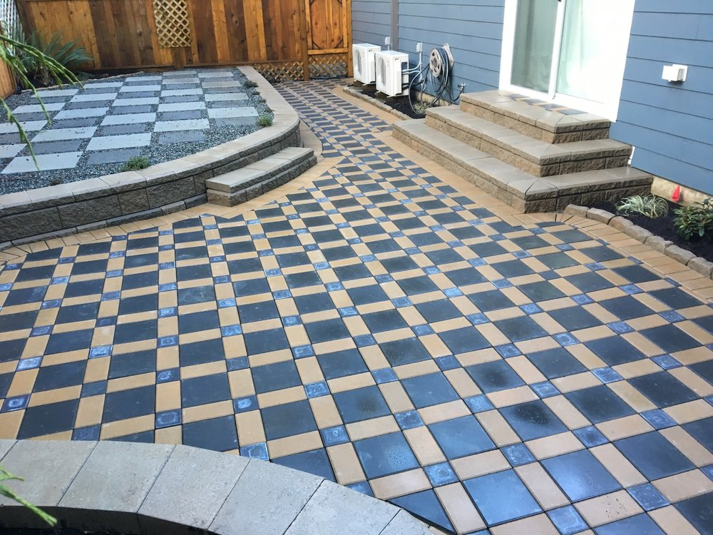 curved allan block wall - paver patio - nanaimo landscaping