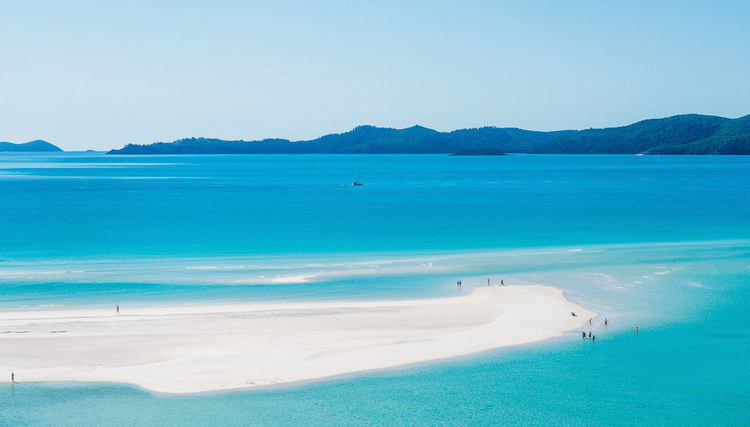 Whitehaven beach, shot by Johan Lolos @lebackpacke