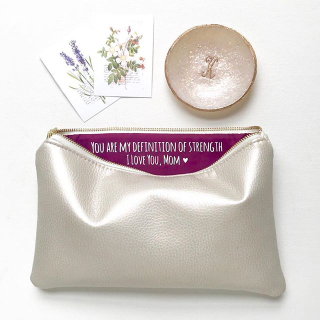 A few bolts of luxe vegan leather arrived yesterday and, of course, I went right to making new bags! This Pearl Leather pairs so beautifully with Bordeaux lining 😍 #shopsandrasmith #veganleather #clutch #pearl #mothersday #motherofthebride #weddinginspo #weddingplanning #wedding #bridalshop