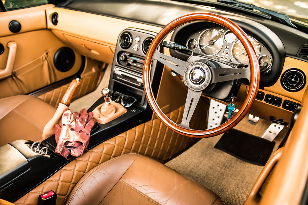 The interior of Stephen's amazing Mazda MX-5. So tastifully modified and with the addition of the quilted leather and gloves it almost looks like an MG!