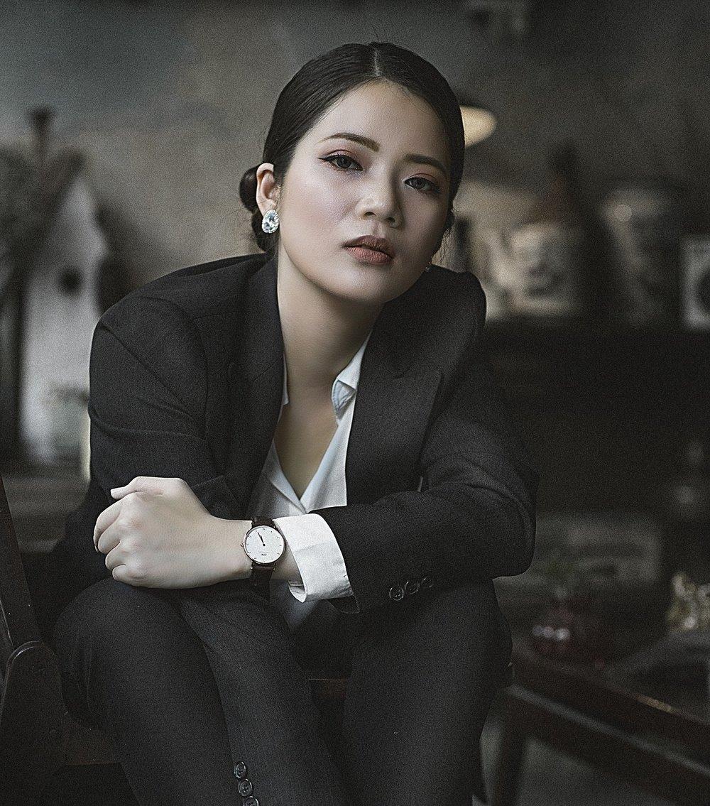 business-woman-2123230_1920.jpg