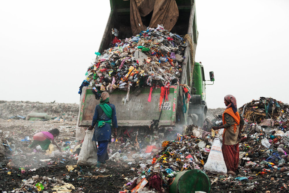 Projects  . New Delhi, the mountain of garbage