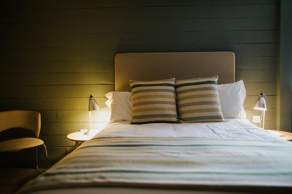 Hotel room at The Globe in Warwick.jpg