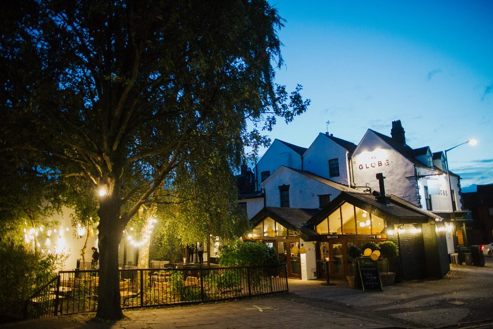 The Globe pub, restaurant and hotel in Warwick at dusk.jpg