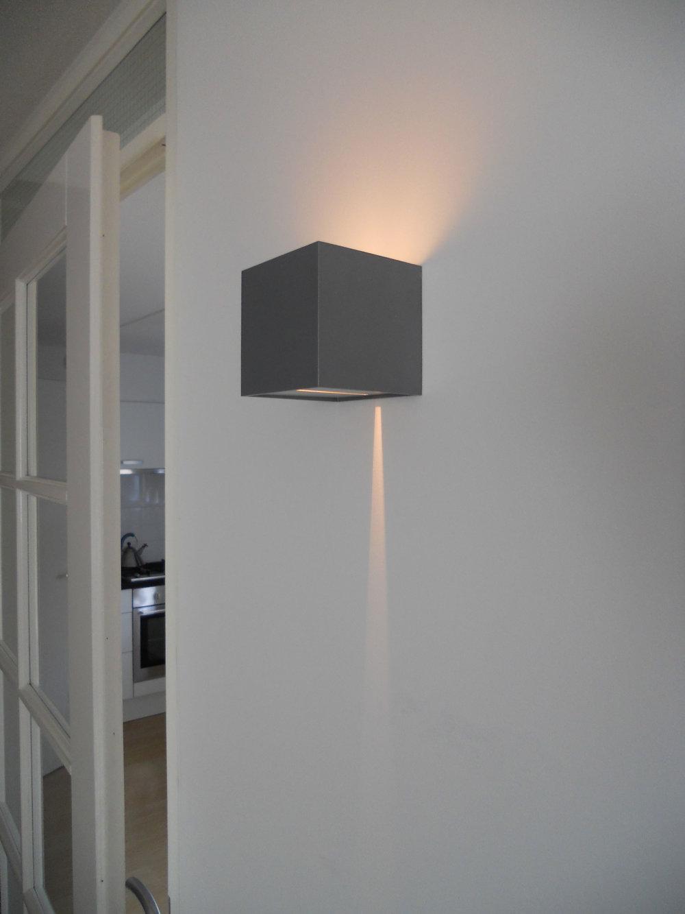 Wever & Ducré design wandarmatuur gecombineerd met B&O apparatuur