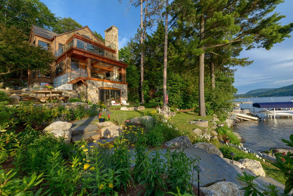 trend-watch-lake-front-living