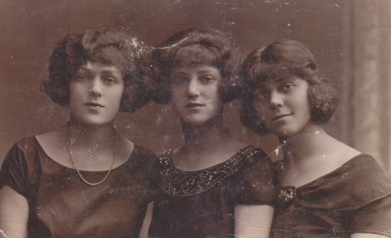 Amelia Harris (centre) in the 1920s with her sisters Ray (left) and Rose (Right)