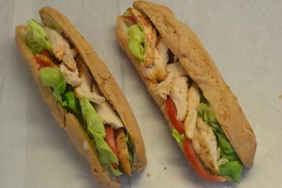 Sandwich chez L'Artisan délices sans gluten et sans lait