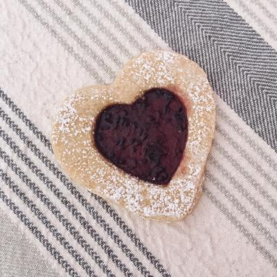 Biscuit à la confiture de cassis