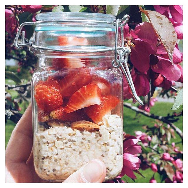 Superbe photo d' @emmagravel  qui nous donne hâte au petit-déjeuner de demain 🌱🍓 #GrabYourSpoon