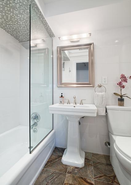 210e36thst9e-bath.jpg