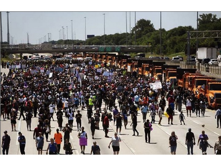 Student led protest closing down the Dan Ryan Expressway in support of stricter gun laws in Illinois. Supported by Local clergy and faith-based organizations including Live Free Chicago.