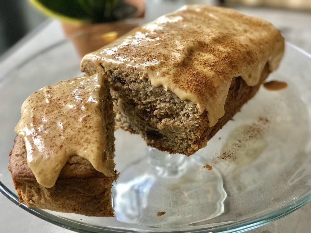 chocolate chip pb banana bread cake - www.getWelli.com - #getWelli #flourless #vegan #protein #sugarfree #peanutbutter