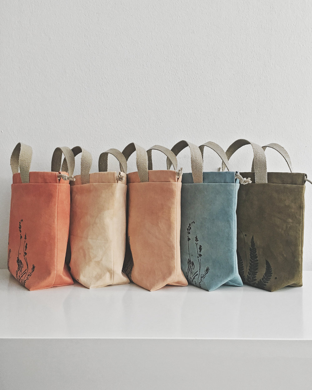 Eco bags for (not only) knitters. Dyed with madder, rhododendron, avocado, woad, marigolds.