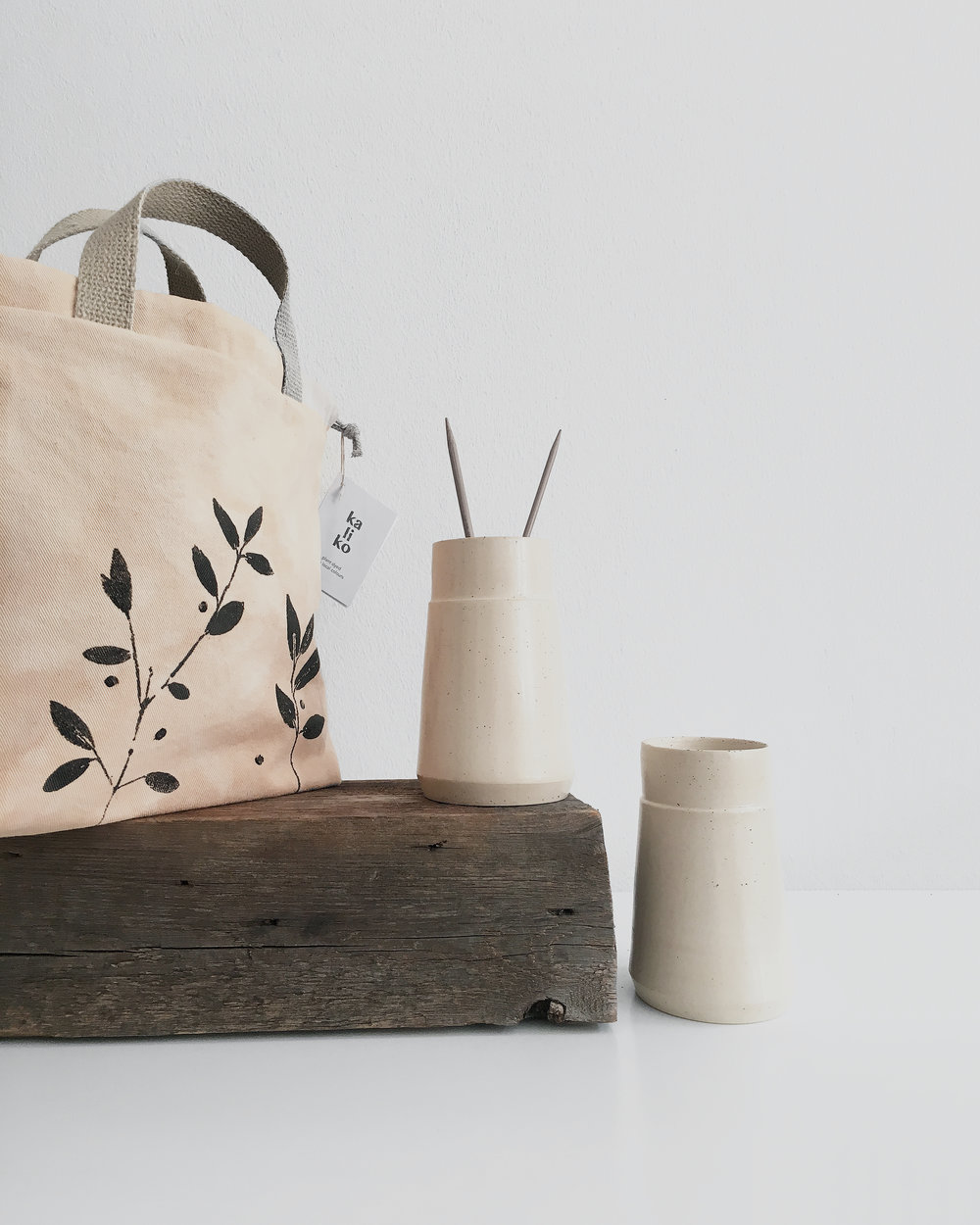 This botanically dyed project bag makes a perfect set with hand-thrown needle vases #ceramics #needlevase #projectbag #knitting #swag
