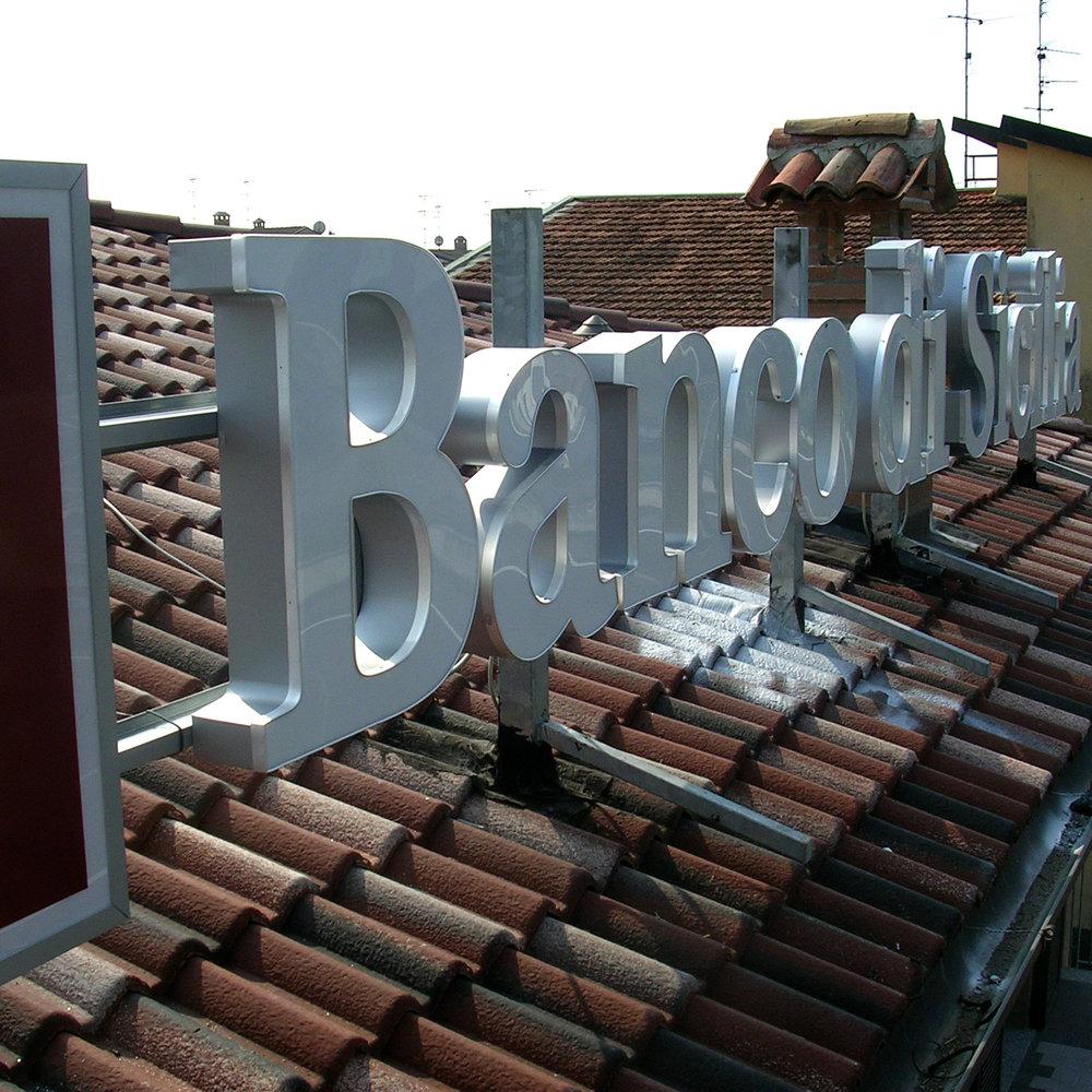 NEONBASSANO_CAPITALIA_13INSEGNA.jpg