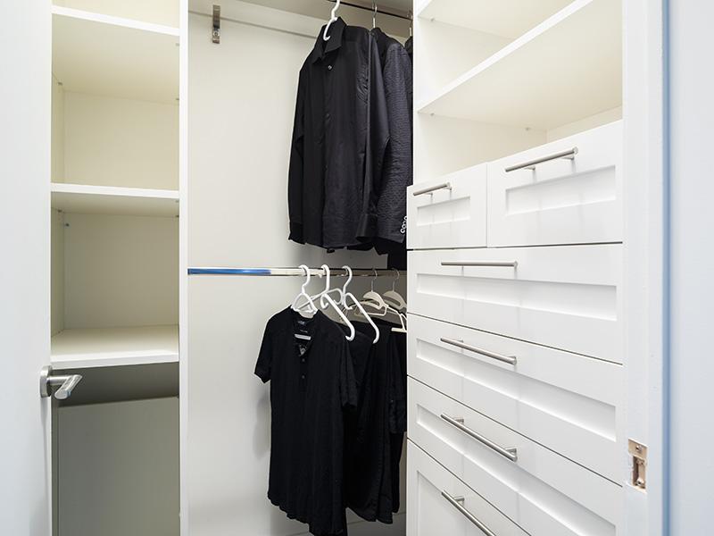 10-Closet.jpg