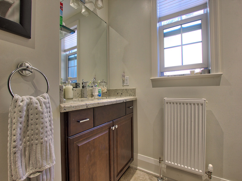 10-Bathroom-1.jpg