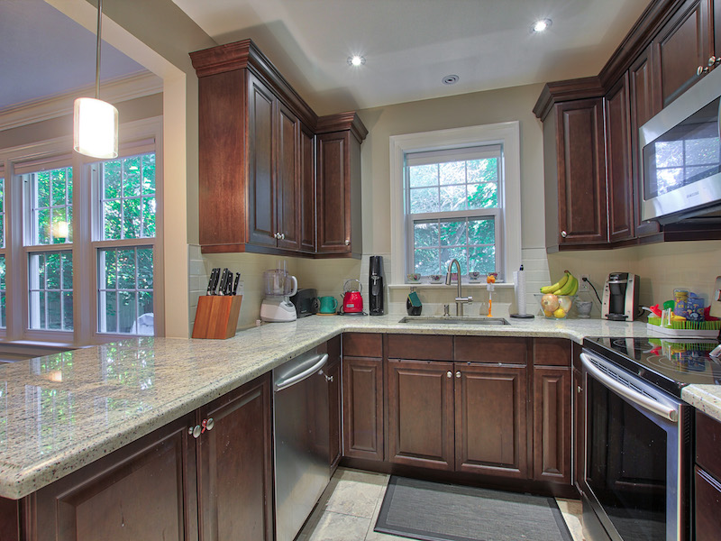 9-Kitchen-3.jpg