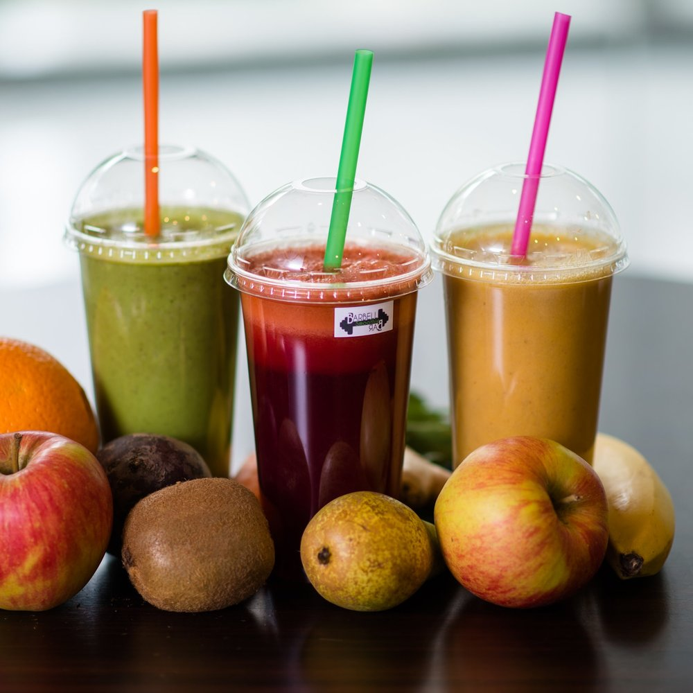 BARBELL SMOOTHIE BAR - Pripravujeme pre pracujúcich ľudí čerstvé ovocné a zeleninové nápoje už takmer 3 roky. Teší nás, že je tu tak veľa ľudí, ktorí sa zaujímajú o svoje zdravie a preto v súčastnosti rozširujeme naše aktivity o rozvoz smoothies do firiem pre zamestnancov v Bratislave ako benefit.