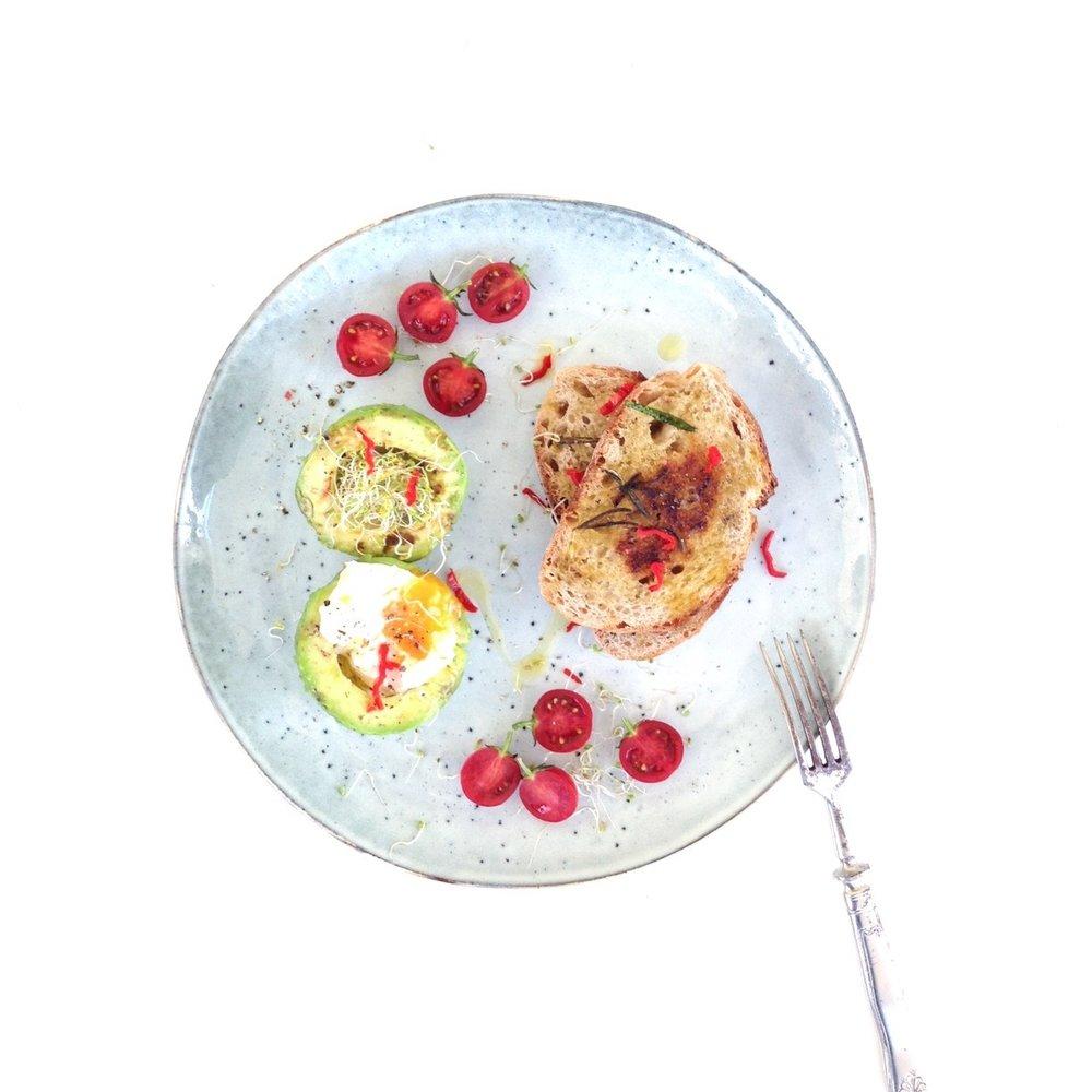 SPROUT ME - Zdravé stravovanie sa pre mňa stalo najprv nutnosťou, no vzápätí sa premenilo na vášeň. Zistila som totiž, že zdravé nie je nutne nudné a dokáže byť dokonca veľmi chutné. Možno lepšie ako čokoľvek na čo som bola zvyknutá predtým. Do toho akosi samé prišli aj klíčky. Ktoré sú nielen chutné, ale aj zábavné a ich pestovanie prináša kopec radosti. Preto som sa pred tromi rokmi rozhodla priniesť šťastie v podobe malých zelených rastliniek, ktoré sa zrodia v pohodlí každého domova aj ostatným ľuďom. Dnes si moje nakličovacie nádoby a širokú škálu semienok môžete zakúpiť na www.sproutme.skalebo môžete klíčky spolu so mnou stretnúť na mnohých potravinových trhoch alebo festivaloch zdravého jedla.