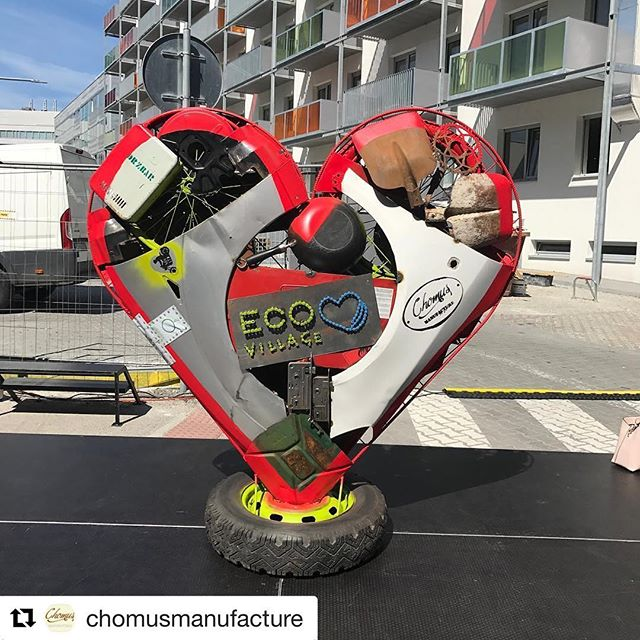 Srdce @eco_village_sk  od @chomusmanufacture vyrobené z odpadov špeciálne pre 4. ročník @eco_village_sk  DAKUJEME #ecovillage #chomus #chomusmanufacture #handmade #recycle #heart #heartstatue #iron #industrial #industrialdesign #eco #ecofest #bratislava #slovakia #metal #metalart #oxywater