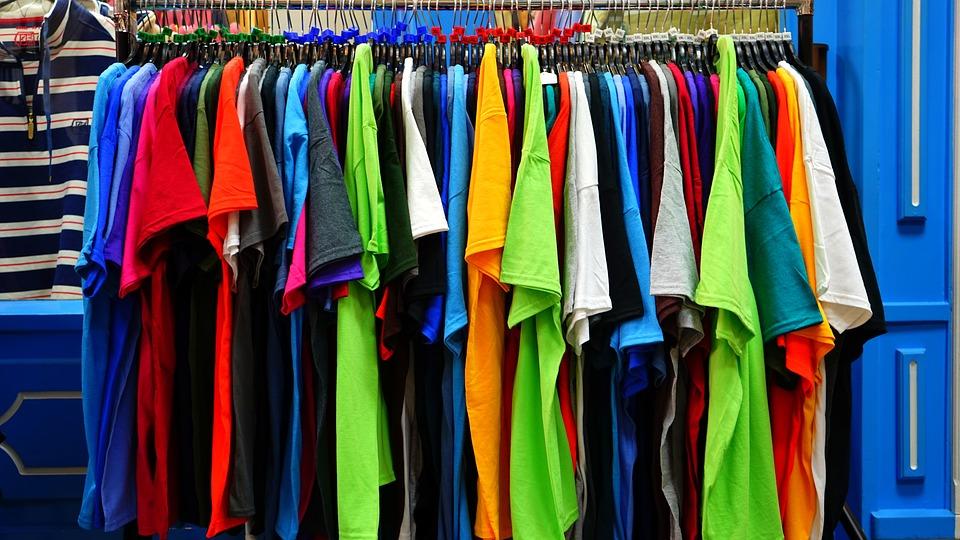 EKOCHARITA SLOVENSKO - Projekt EKOCHARITA Slovensko Slovensku vo svojom názve hovorí, čo je zmyslom ich práce. Vyzbierané oblečenie na Slovensku sa v prvom rade využíva pre rozvoj krajiny svojho pôvodu, teda Slovenska. Snažia sa zhodnotením tejto druhotnej suroviny podporovať neziskové charitatívne organizácie jednak zozbieraným oblečením, ale aj finančne. Tak ako rastie počet ich zberných kontajnerov, rastie aj ich podpora partnerským charitatívnych organizácii na Slovensku.