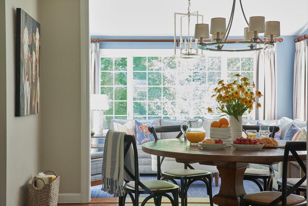 Bright breakfast room