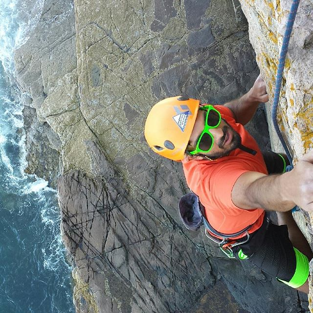 Extra points for matching! #rockclimbing #ottercliffs #atlanticclimbingschool #climbacadia @acadianps 📷 @scott.ryan