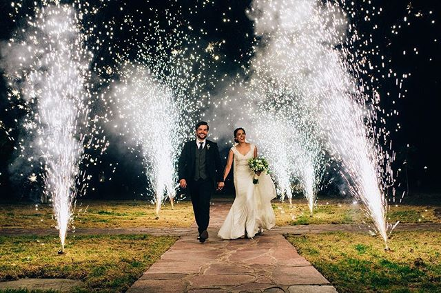 How does it feel like? To wake up in the sun . . . . . . #weddingideas #weddingphotography #mmp #martinmuriel #mmp #bride #groom #instawedding #happiness #boda #novios #vestidodenovia