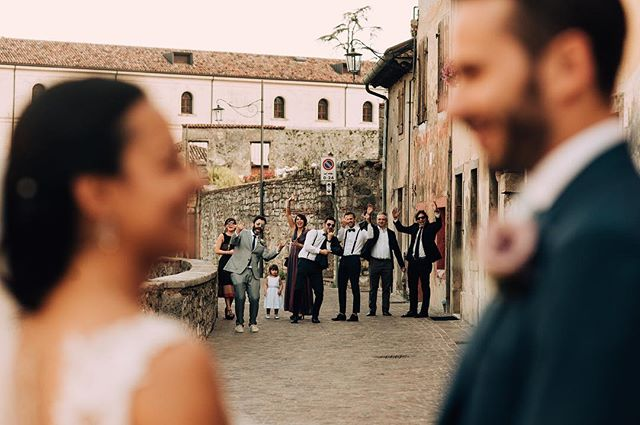 Find your tribe, love them hard . . . . . #wedding #weddingphotography #italywedding #tribe #friends #italy #mmp